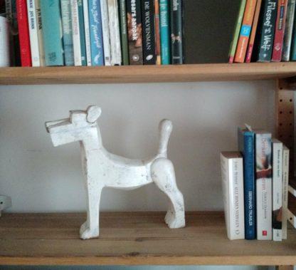 By Mooss houten hond wit zijkant woondecoratie