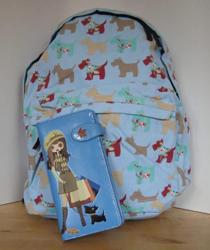 Blauwe rugzak blauwe portemonnee shopping girl 1