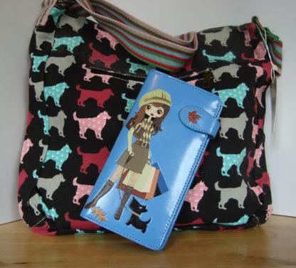 Zwarte schoudertas blauwe portemonnee shopping girl 1