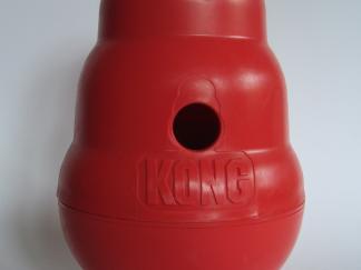 Kong Wobbler spelen met voertjes
