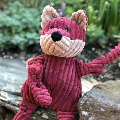 HuggleHounds knottie-fox-outside