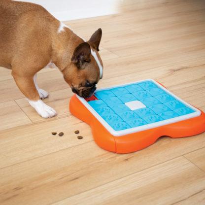 69Nina Ottosson Challenge Slider hond 1